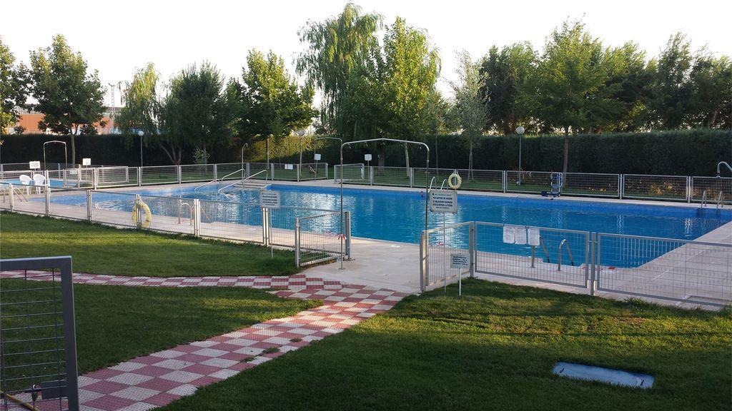 En estado grave un niño de dos años tras caer en la piscina municipal de Gerindote, Toledo