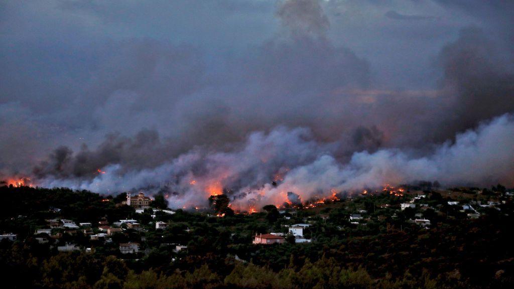 Ya son 24 los muertos y más de un centenar los heridos por los incendios registrados cerca de Atenas