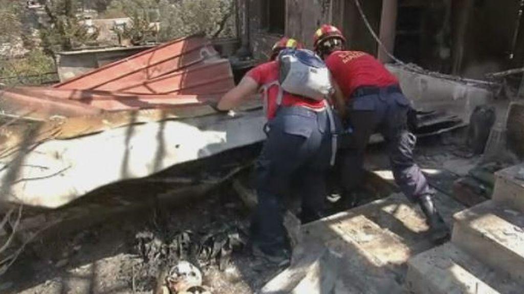 Grecia busca a decenas de desaparecidos en los incendios que se han cobrado 80 vidas
