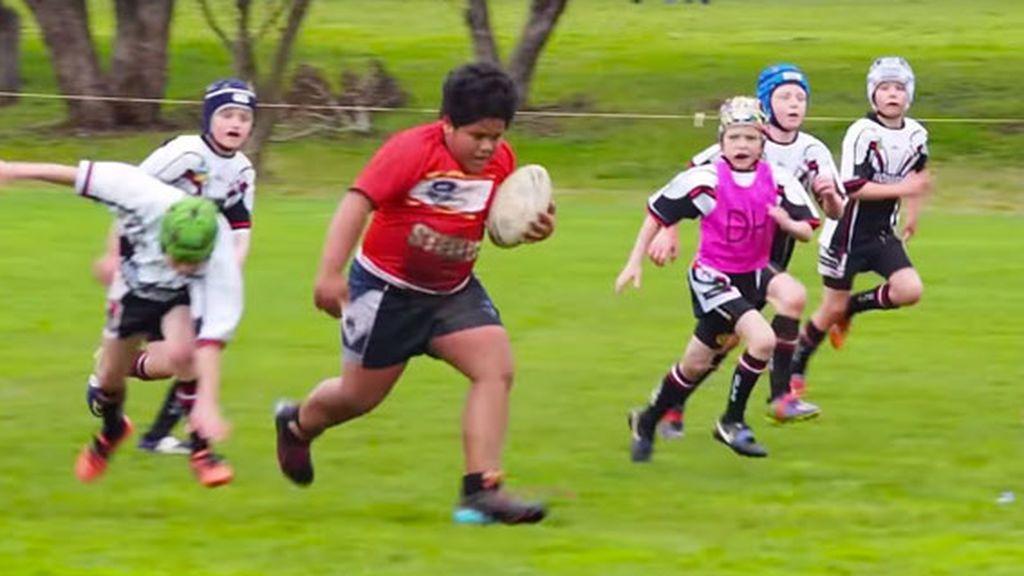 El 'mini Hulk' del rugby: un niño de ocho años y 100kg que arrasa con sus rivales