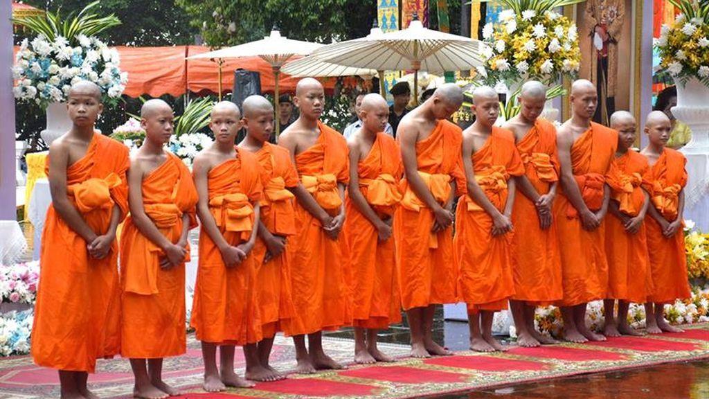 Los niños rescatados en la cueva de Tailandia son ordenados novicios budistas