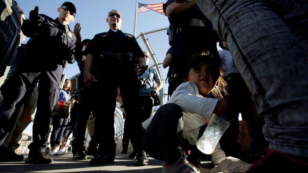 Solicitantes de asilo acusan a varios guardias de un centro de detención de EEUU de abusos y tortura