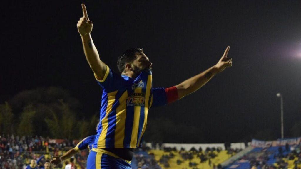 Mario Ricardo, mediocentro que ve solo por un ojo, mete un golazo en la Copa Paraguay digno del premio Puskas