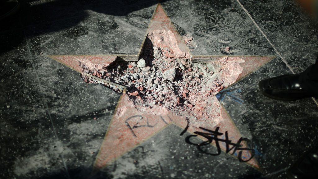 Destruyen la estrella de Trump en Hollywood