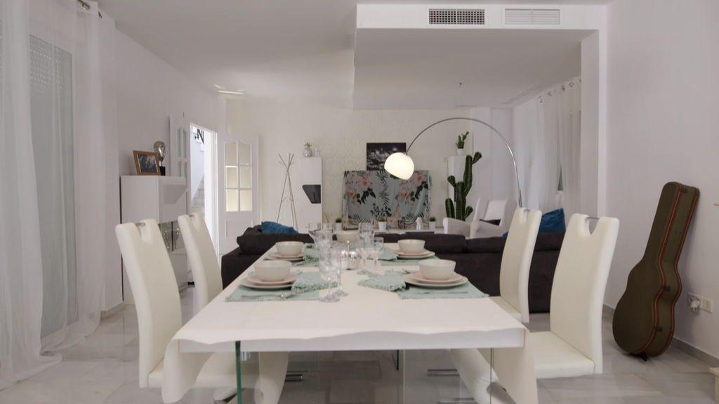 Foto a foto: El lujoso chalet donde Melody celebró su cena