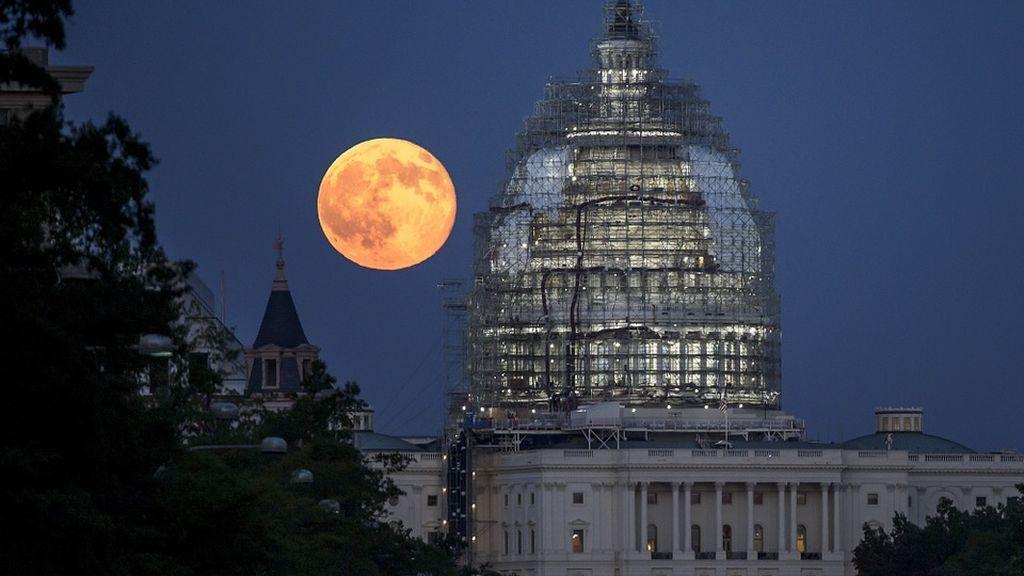 Solo quedan horas para el eclipse lunar más esperado del siglo: cinco claves para no perdértelo