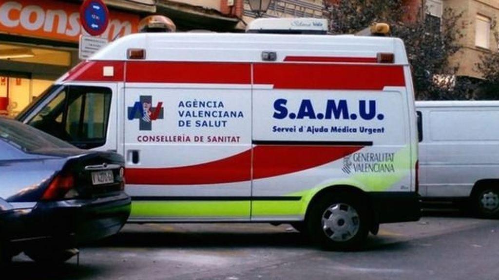 Cinco miembros de una familia, hospitalizados tras volcar su vehículo en Valencia