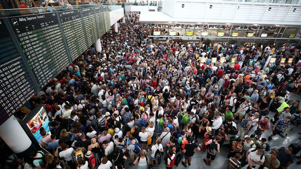 Grandes colas en el aeropuerto de Múnich después de que una mujer se 'colara' en la zona de seguridad