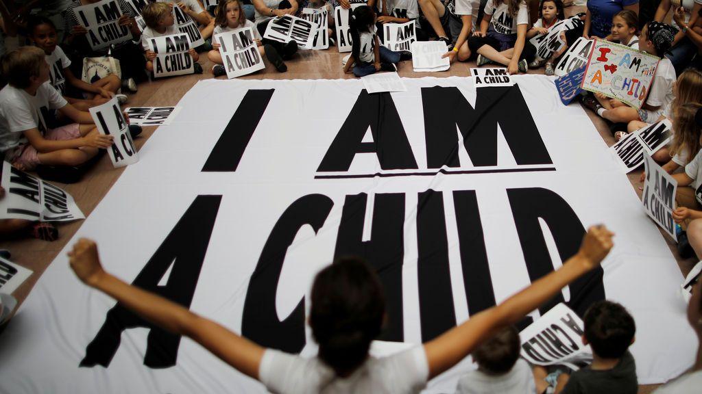 Un juez pide a EEUU que se concentre en reunir a los padres inmigrantes deportados con sus hijos