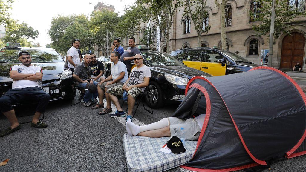 Taxistas catalanes amenazan con cortar la frontera si no prospera la negociación con Fomento