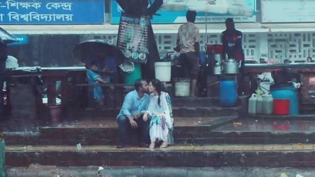 Un fotógrafo pierde su trabajo por plasmar el beso de una pareja en Bangladés