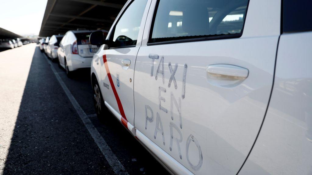 Paros de taxistas en otras ciudades se suman a la huelga indefinida de Madrid y Barcelona
