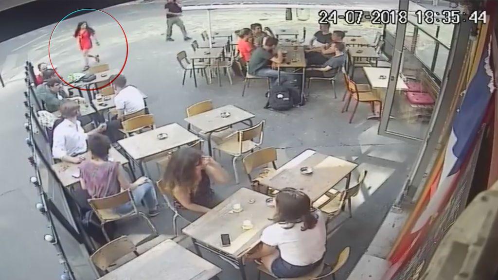 Fraternidad en las redes por la agresión en plena calle a una joven en París