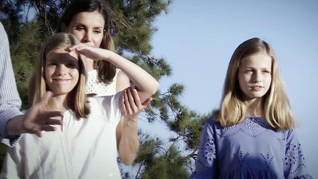 'Sálvame' analiza los gestos de Doña Letizia durante el posado en Palma