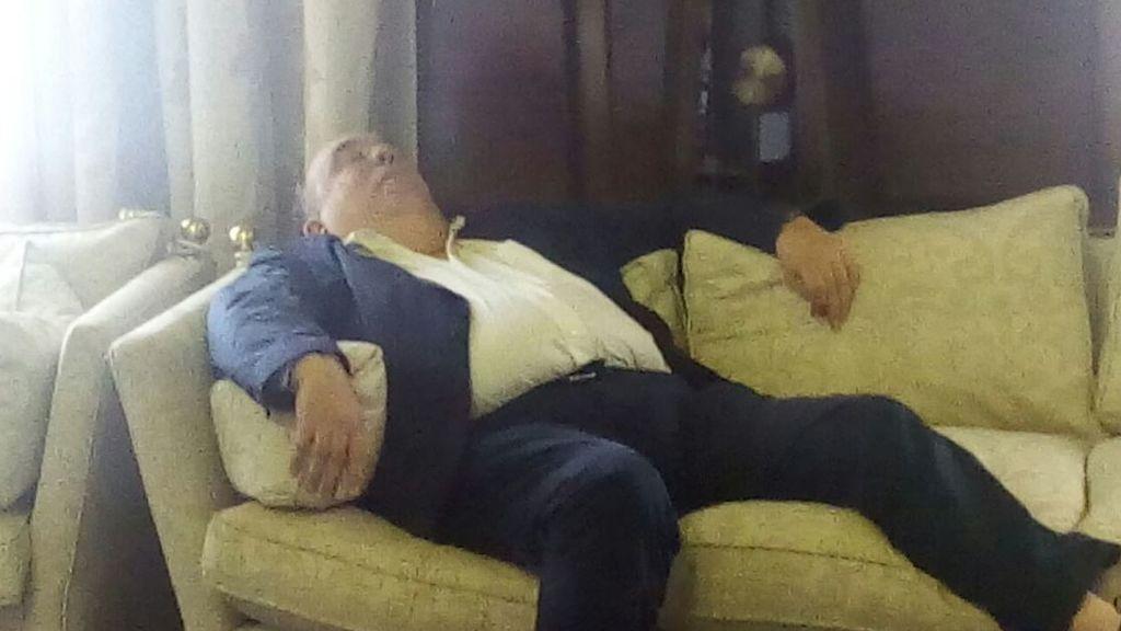 Un concejal de Zaragoza genera polémica tras quedarse dormido durante un pleno