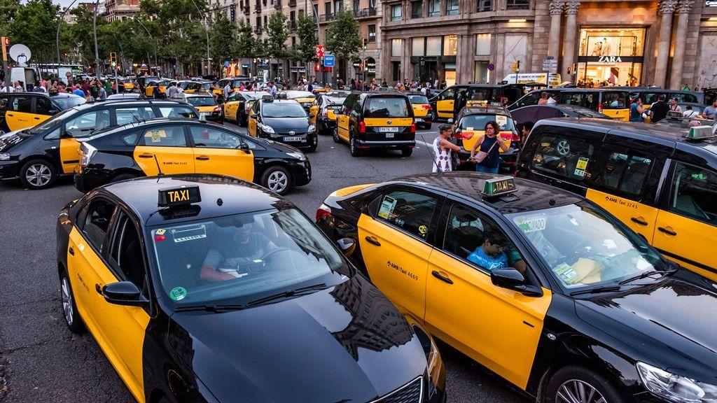 El Gobierno llama al diálogo social para solucionar la huelga de taxis