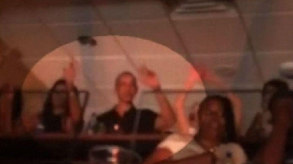 Captan a Barack y Michelle Obama bailando en concierto de Beyoncé