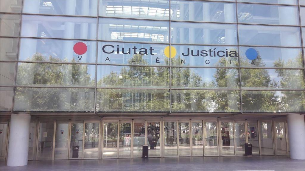 Condenado a 14 años un hombre que intentó matar a su hijastro e incendió la casa en Valencia