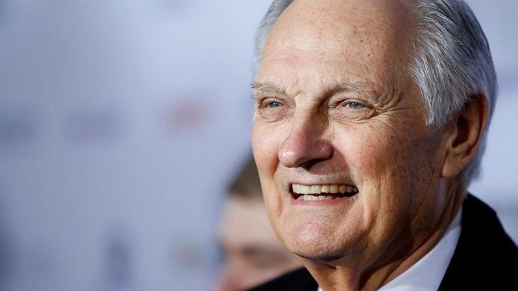 El actor de 'M.A.S.H.', guionista y director de 82 años, Alan Alda.