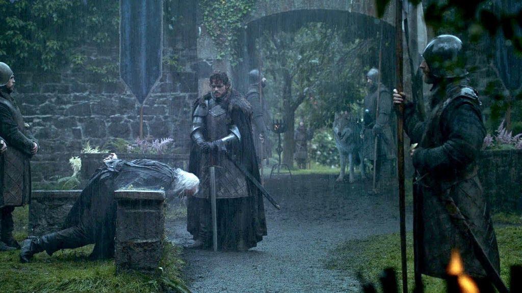 Robb Stark (Richard Madden) ejecuta a Rickard Karstark (John Stahl).