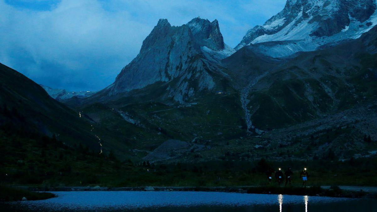 Excursionistas por Mont Blanc.