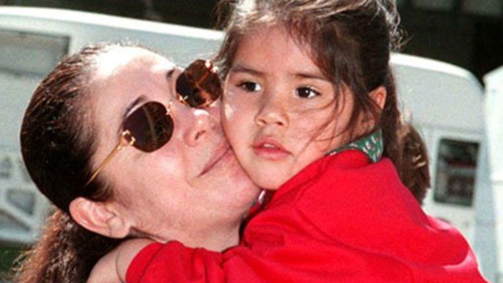El dardo de Isa Pantoja en forma de felicitación a su madre