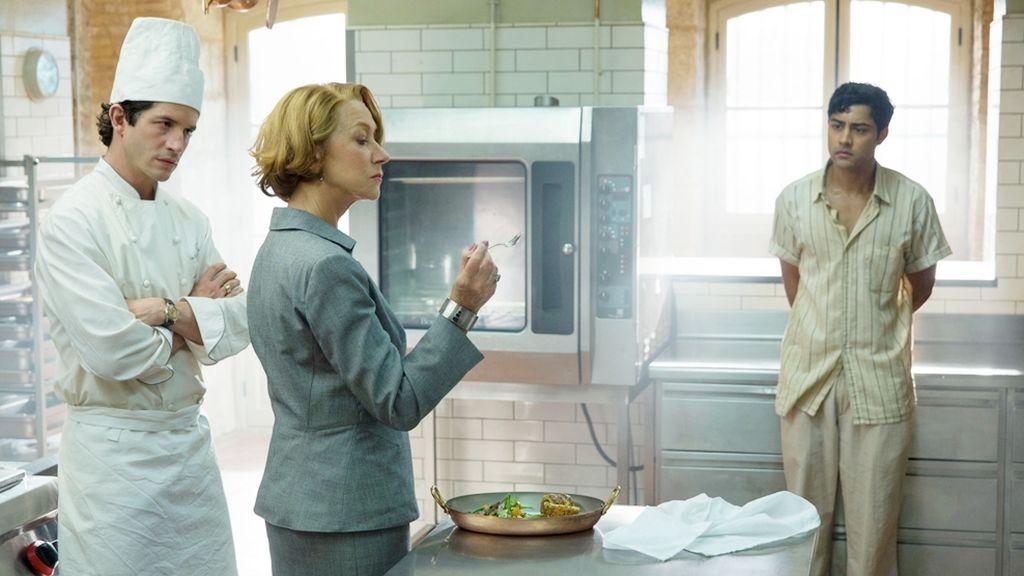 Los actores Clément Sibony, Helen Mirren y Manish Dayal son Jean-Pierre, Madame Mallory y Hassan en la película 'Un viaje de diez metros'.
