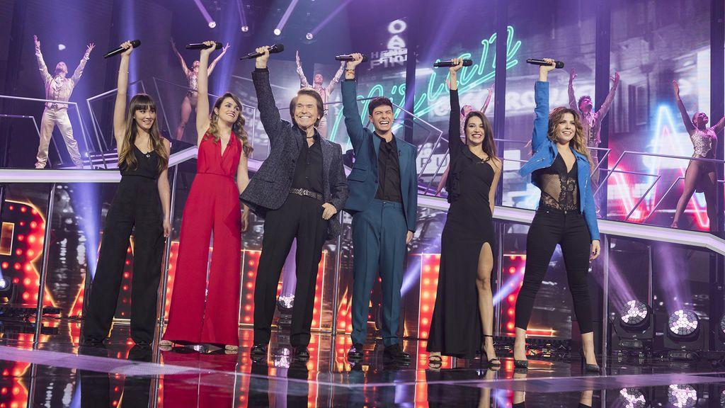 Los concursantes de 'Operación triunfo 2017' (La 1) cantan junto a Raphael en la gala final.