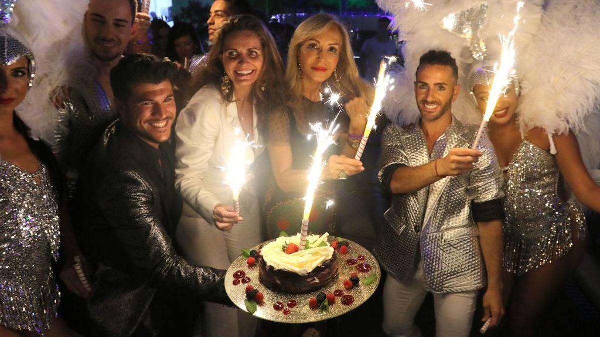 """Carmen Lomana celebra sus 70 años rodeada de amigos en el festival StarLite de Marbella: """"Mi mente no está para nada en esa edad"""""""