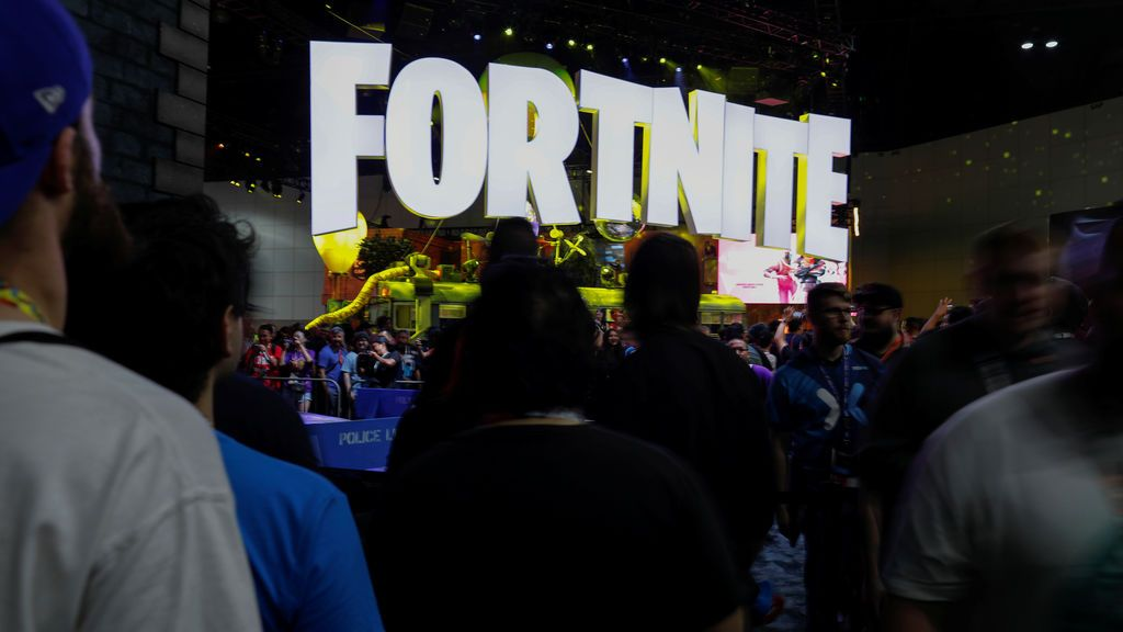 ¡El último fenómeno de Fortnite! En EEUU contratan a 'profesores' que enseñen a sus hijos a jugar al famoso videojuego