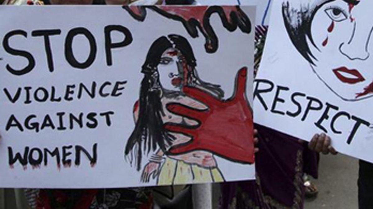Ocho hombres violan a una mujer embarazada en India
