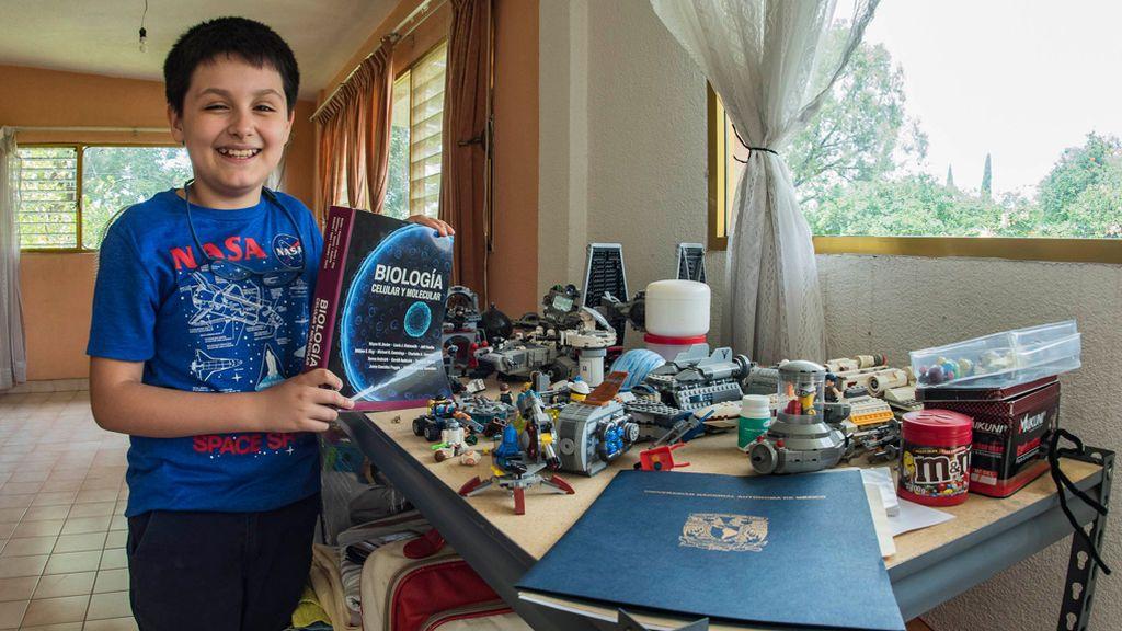 Con 12 años, ingresa en la universidad para estudiar Física Biomédica