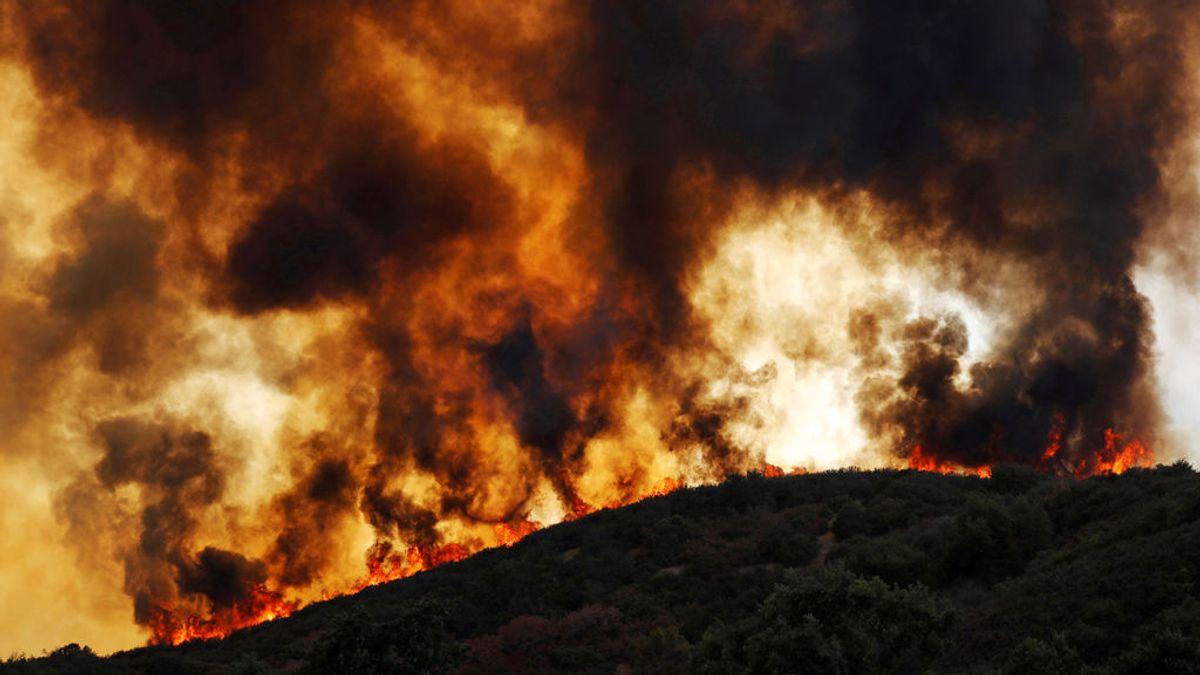 Evacúan a 16.000 personas en California por los incendios