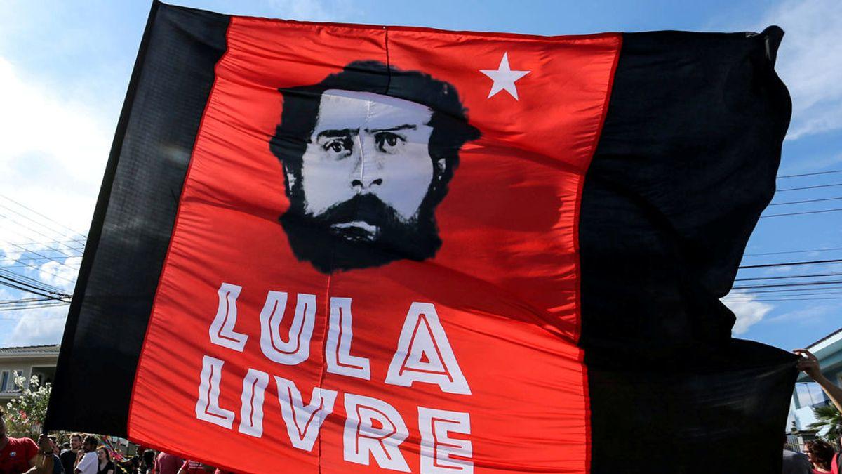 El Partido de los Trabajadores nombra oficialmente al encarcelado Lula da Silva como candidato a presidente