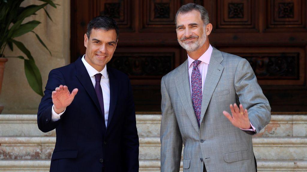 El rey recibe a Pedro Sánchez en el Palacio de Marivent para el tradicional despacho de verano
