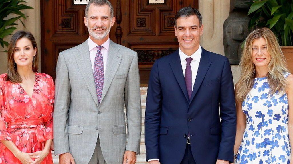 ¡Habemus posado! Analizamos el primer encuentro de los Reyes con Pedro Sánchez y Begoña Gómez
