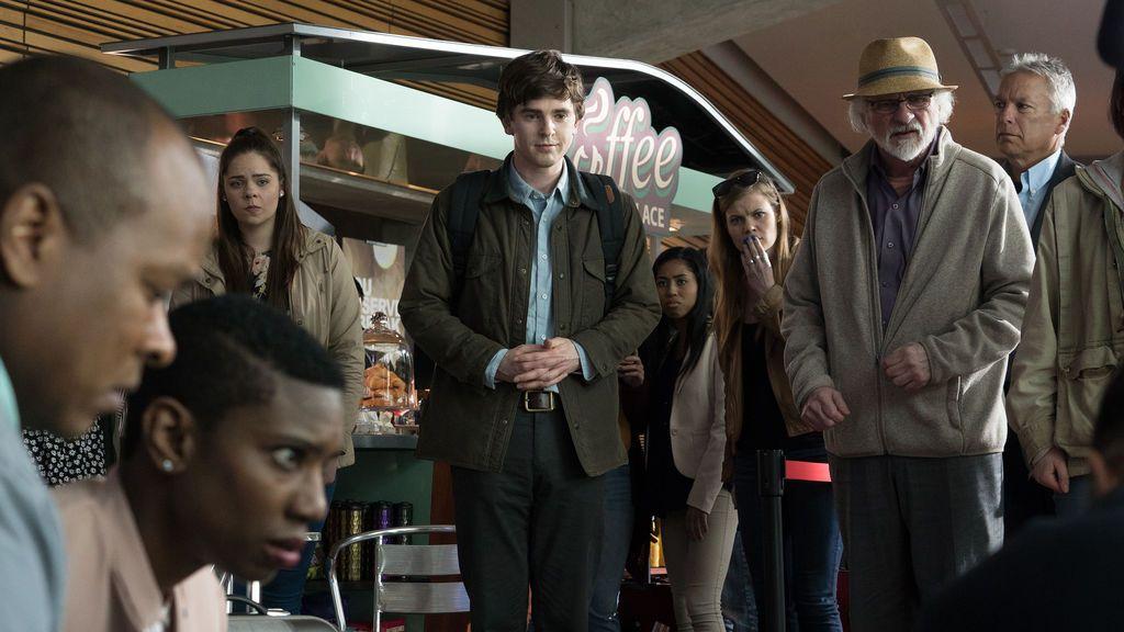 Freddie Highmore, que interpreta al doctor Shaun Murphy en 'The good doctor',  en el primer capítulo de la serie.
