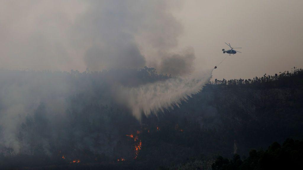 Las llamas sacuden un pueblo de Portugal