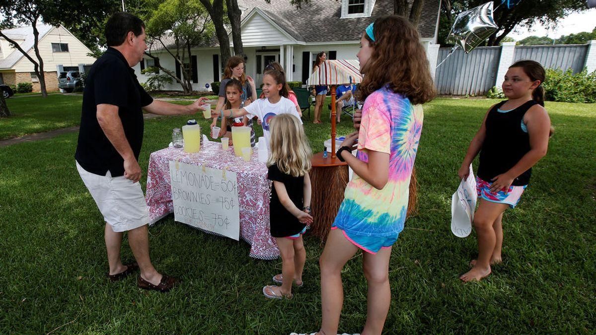 Un niño de 9 años asalta a punta de pistola el puesto de limonada de otro menor