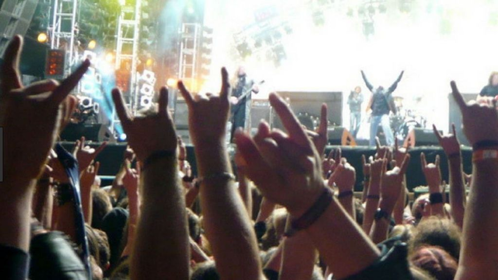 Escaparon del geriátrico y fueron a un concierto de metal
