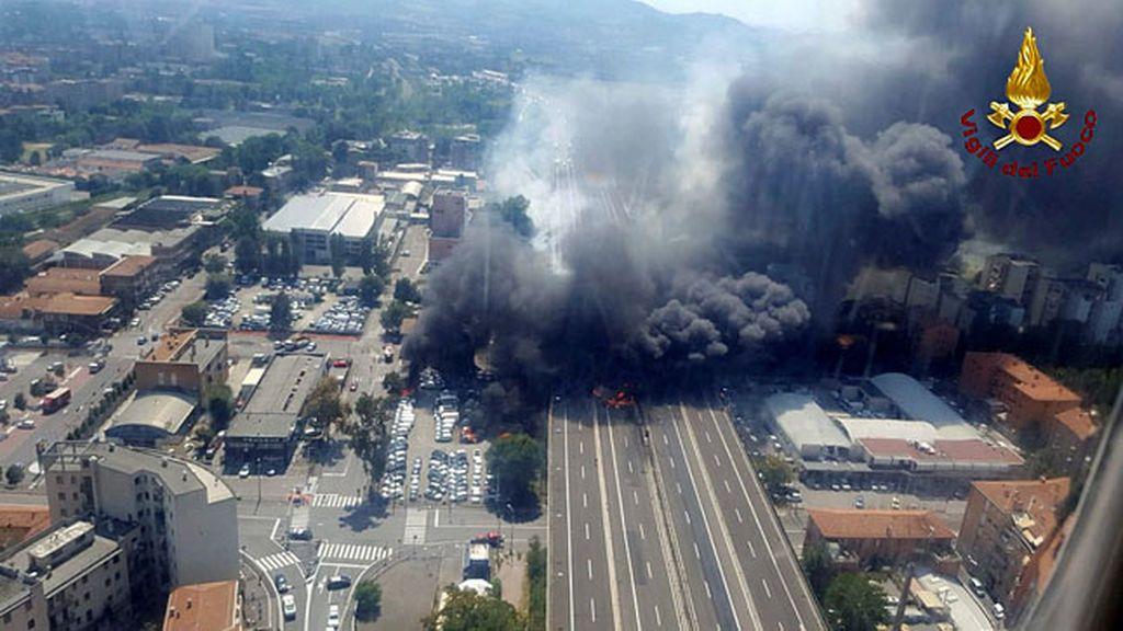 Dos muertos y decenas de heridos por un choque de camiones en  Bolonia