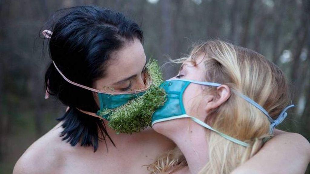Te presentamos a los ecosexuales: gente que hace el amor a la naturaleza para salvarla