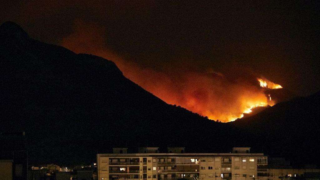 """Alcaldesa de Gandía admite que no han sido capaces de controlar el fuego: """"Es de una virulencia parecido al de Grecia"""""""