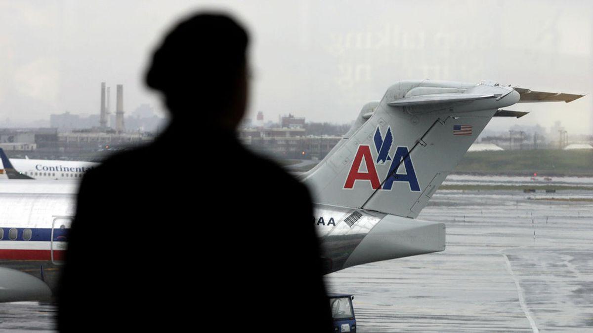 Hallan un feto en el baño de un avión en el aeropuerto neoyorquino de La Guardia