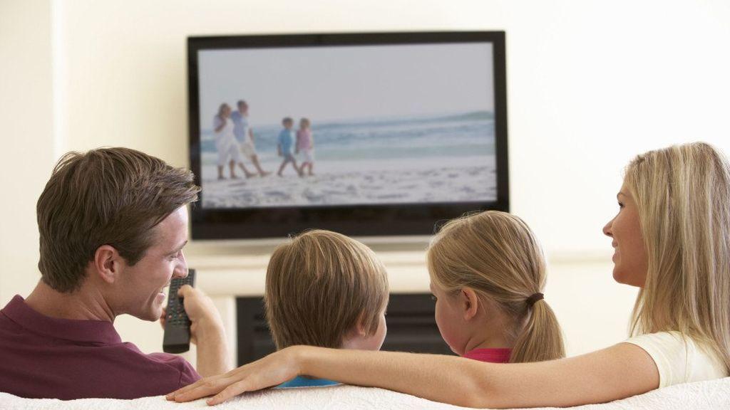 Según un informe elaborado por Barlovento, los españoles ven 52 minutos menos de televisión en el mes de agosto.