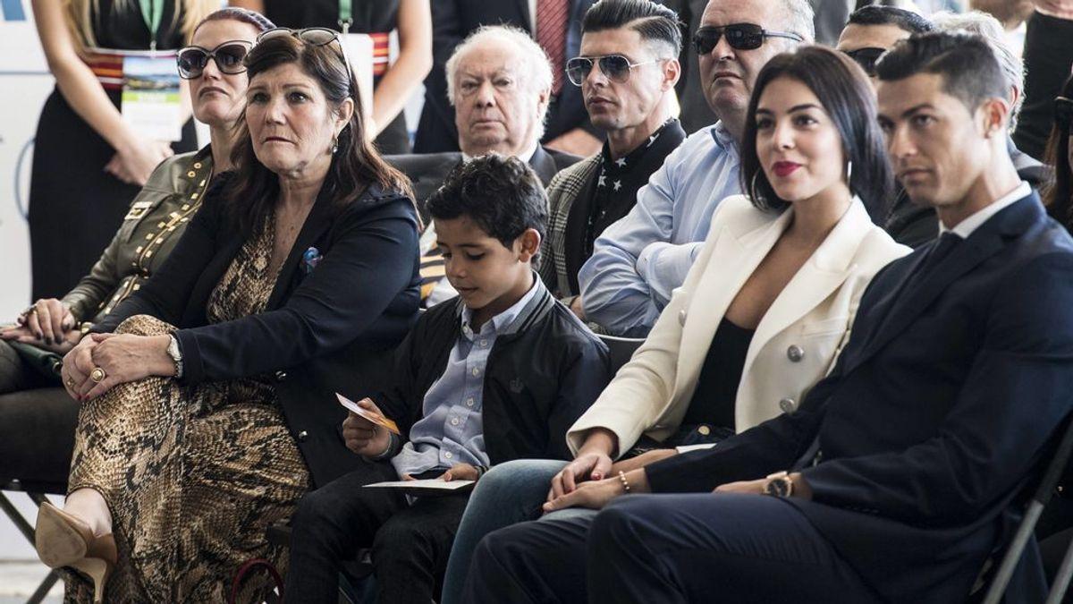 El polémico 'me gusta' de la madre de Cristiano Ronaldo a un comentario que ataca con dureza a Georgina