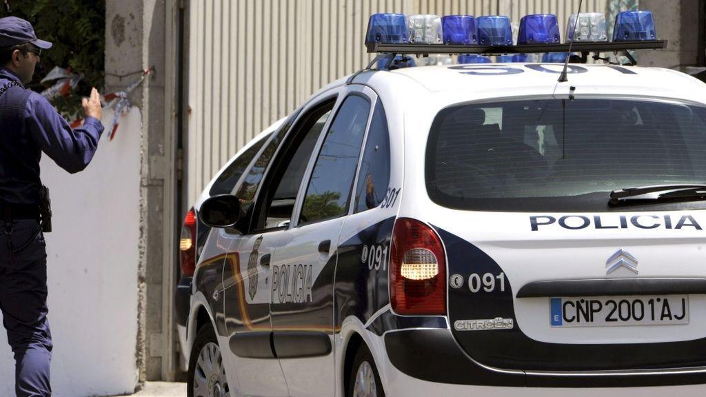 Dos detenidos por dar un puñetazo a una mujer y herir con un cuchillo a su novio