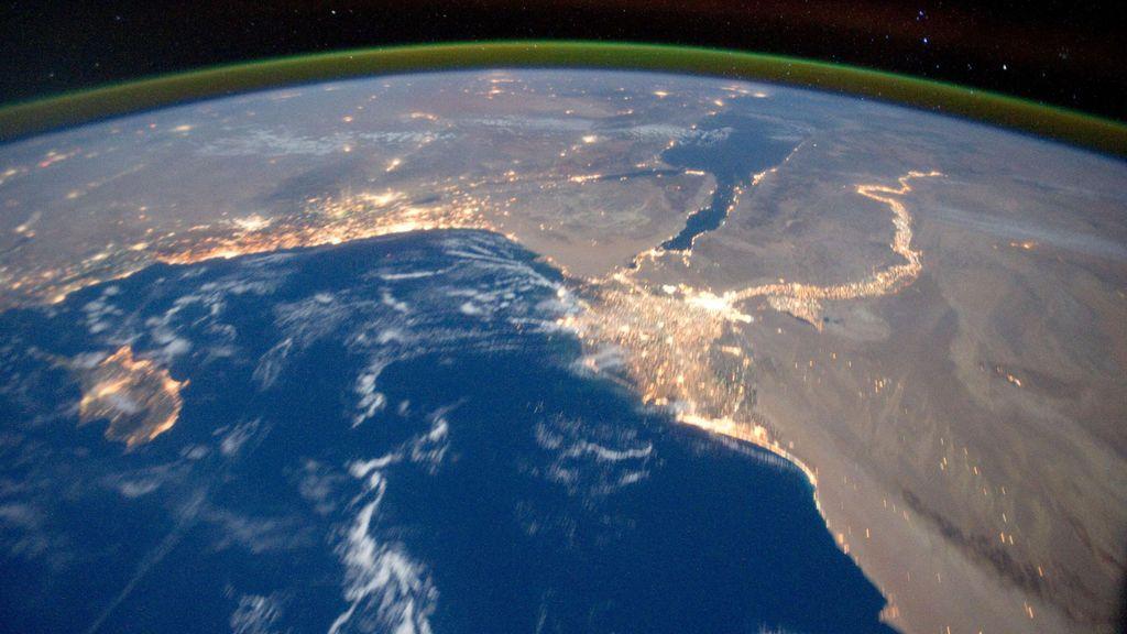 Hallan una misteriosa anomalía en la atmósfera terrestre — Agujero enorme
