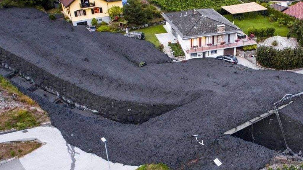 Lodo, ramas y escombros: una avalancha de fango deja impresionantes imágenes  en Suiza