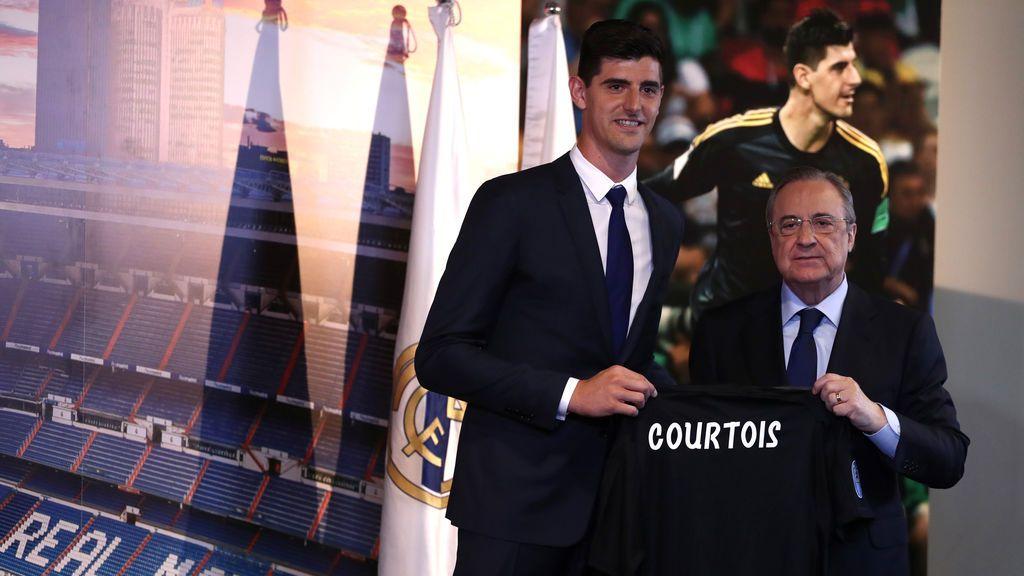 El gesto viral de Florentino Pérez en la presentación de Courtois con el Real Madrid